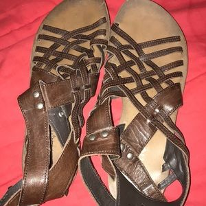 Boutique 9 brown leather flat sandals